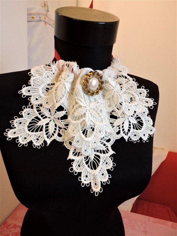 guler colier textil alb cu multa broderie