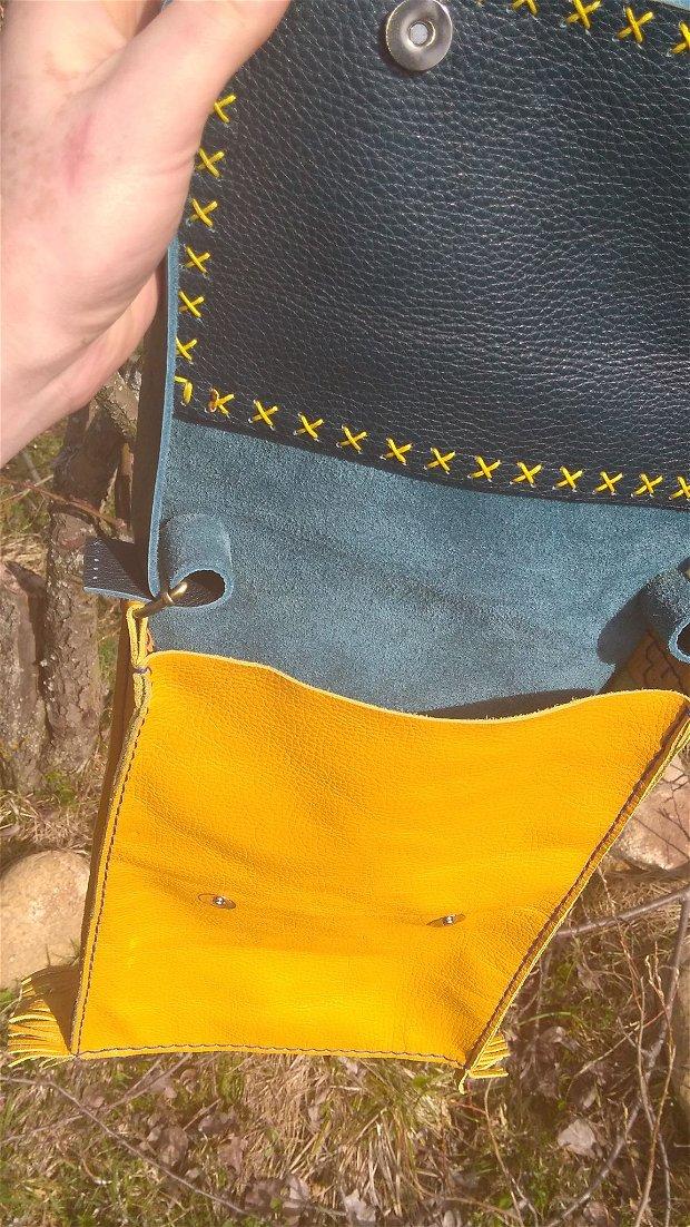 Traista, gentuta din piele cusuta de mana , 31x22 cm, cu insertie textila de mana