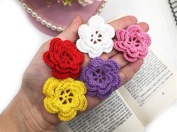 Floricele crosetate manual. Aplicatii crosetate. Floricele colorate