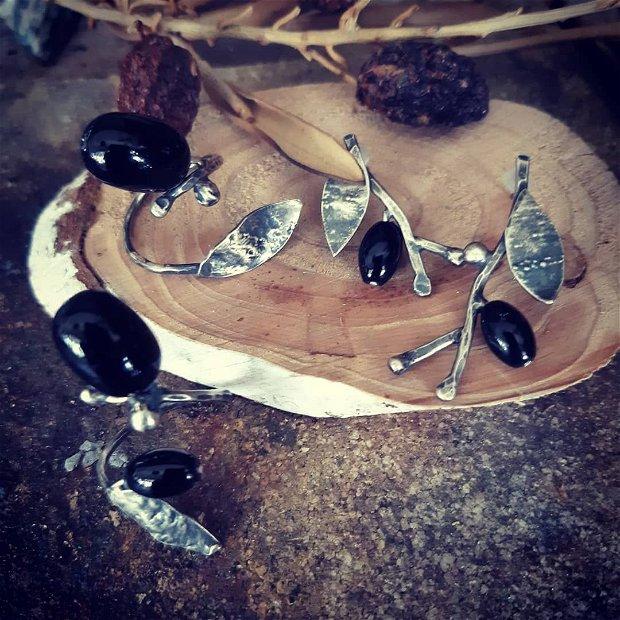 Cercei cu tija din argint 925 partial oxidat si onix - crengute cu masline