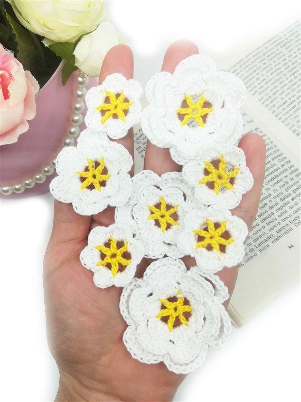 Floricele crosetate manual. Aplicatii crosetate