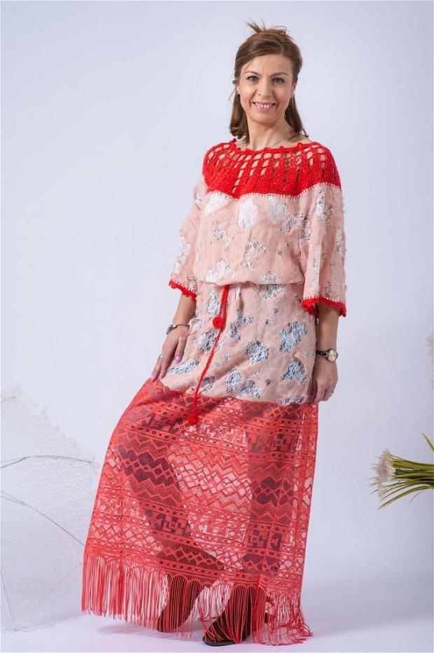 Bluză sau rochie interesantă,colorată,vibrantă,accesorizată,croșetată