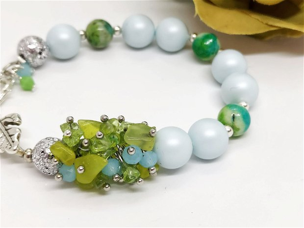 Bratara perle swarovski ,peridot si jad /bleu pastel