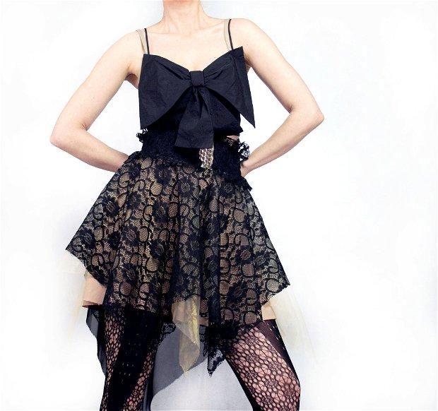 Fusta asimetrica Black lace