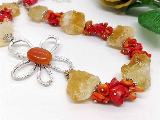 Colier asimetric floare zamac cu citrin brut si coral in degradee