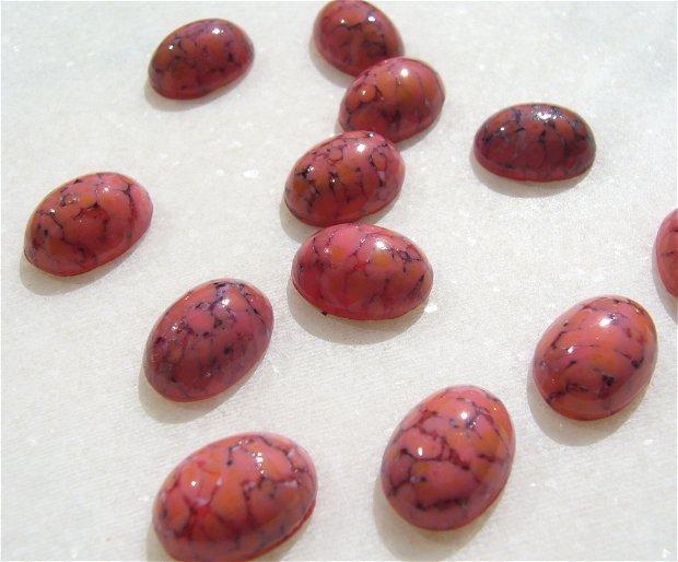 Cabochon rasina (provenienta America) aprox 14x10x6 mm