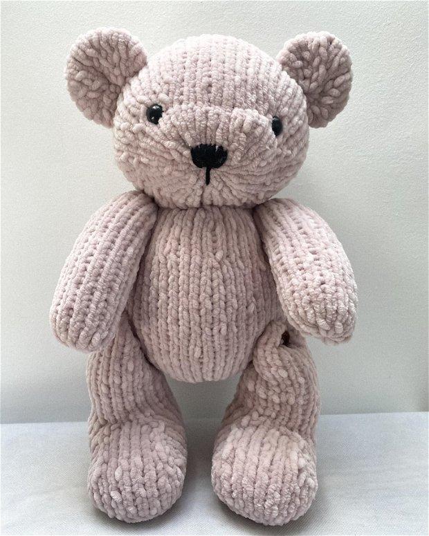 Ursulet din plus tricotat manual