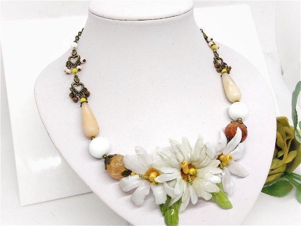 Colier white daisy