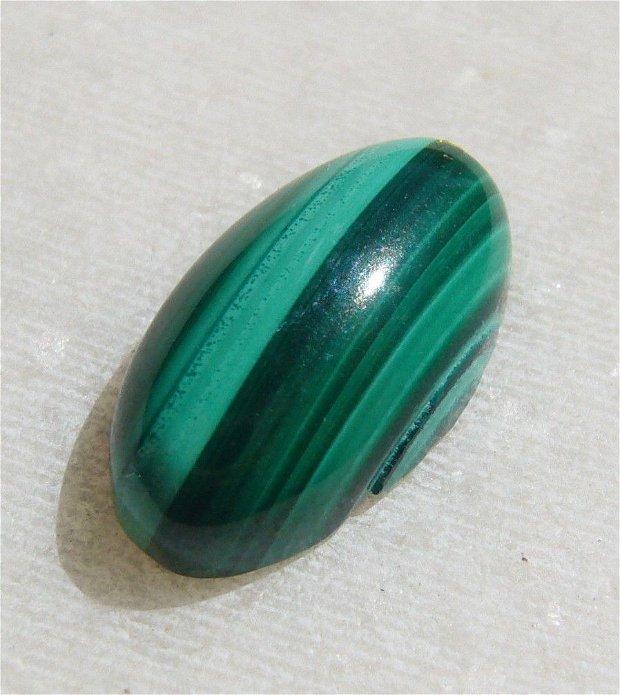 Cabochon malachit natural aprox 15x8.4x5 mm
