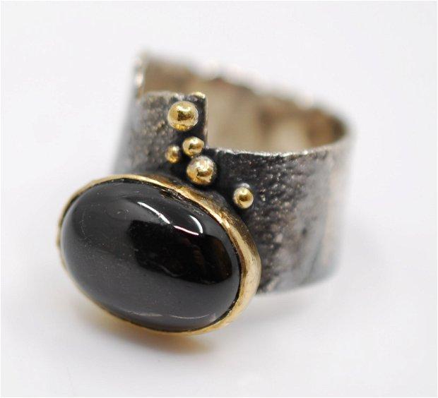 Inel din argint şi obsidian stea cabochon, placat selectiv cu aur