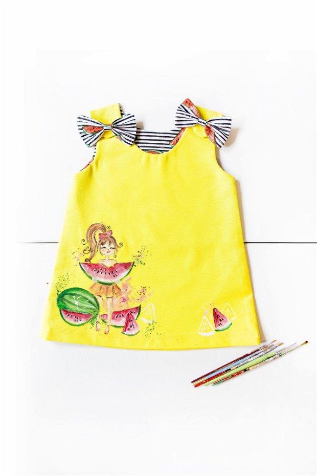 Set CADOU sarafan copii, pictat manual, culoare galben solar cu pepene rosu + tablou print in rama 35x35 cm