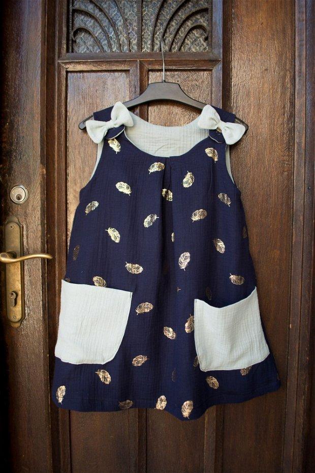Rochita copii, vaporoasa, de vara, din muselina dubla - albastru navy cu pene aurii