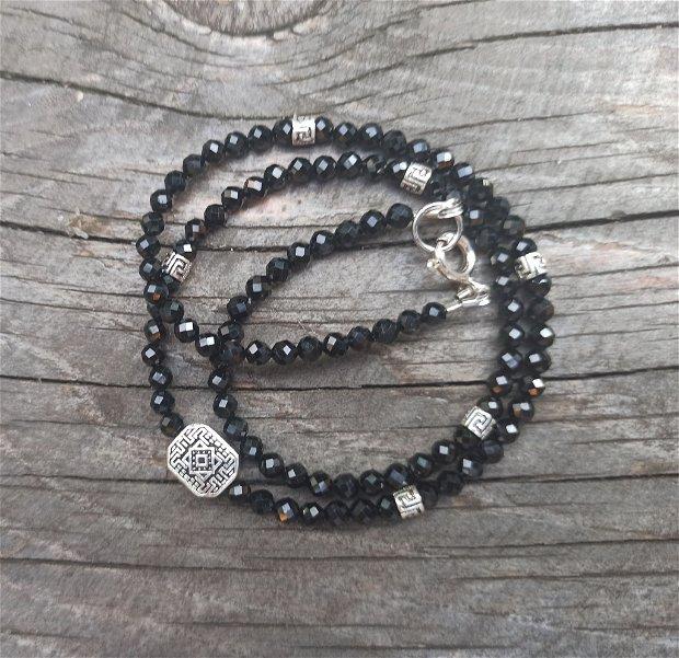 Colier din spinel negru și accesorii de argint