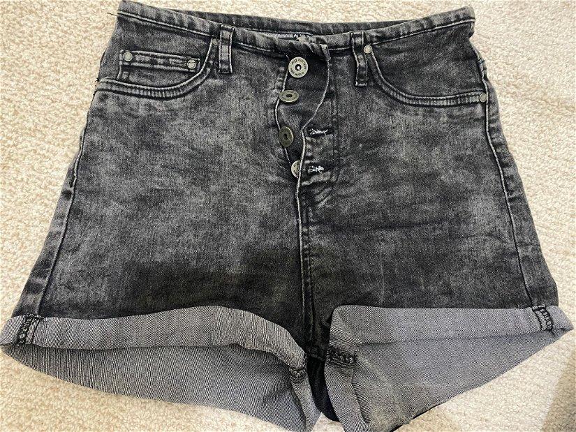 Vand pantaloni scurti