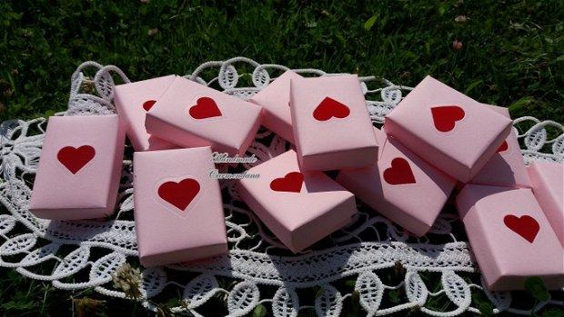 Cutii cu  decupaj inimioara