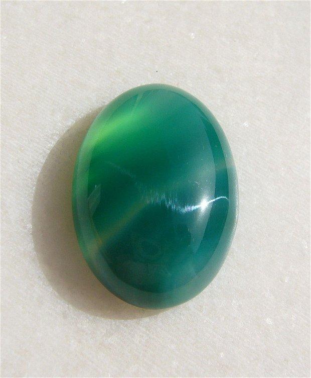 Cabochon oval din agata dungata verde aprox 25x18.2x7 mm