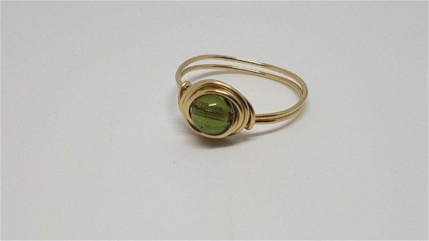 Inel din aur , inel cu moldavit.