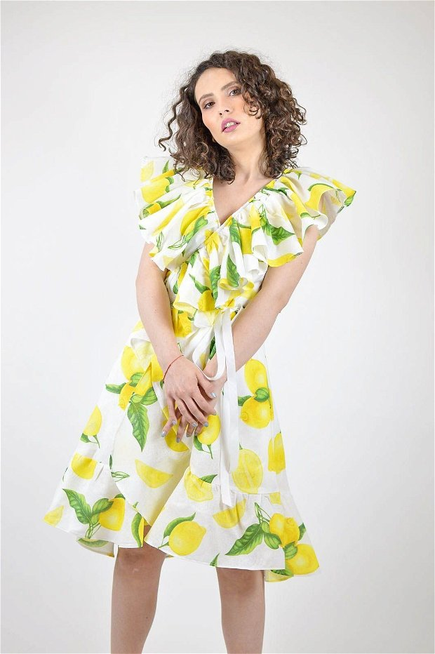 Rochie petrecuta, cu volănaș, din bumbac cu imprimeu lămâi