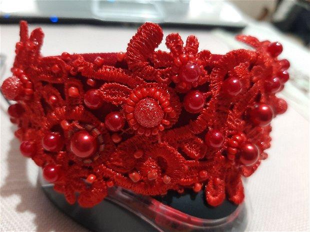 Diadema, coronița rosie pentru cap