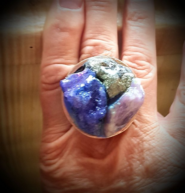inel de autor din bronz cu cristale de geoda druzzy, ametist si pirita