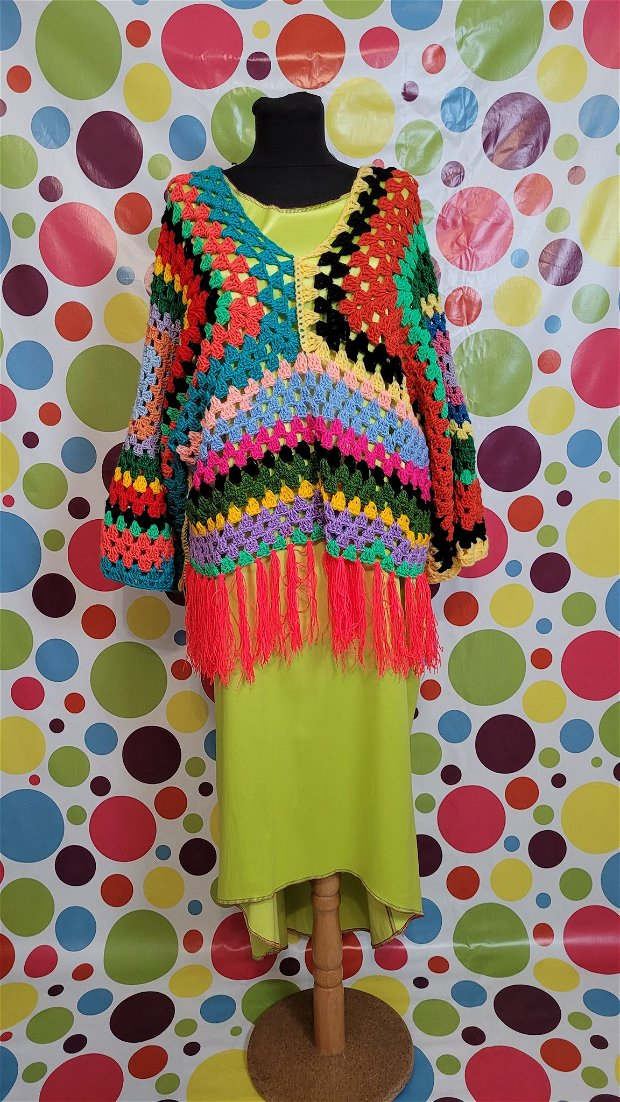 Pulover  accesorizat la rochie