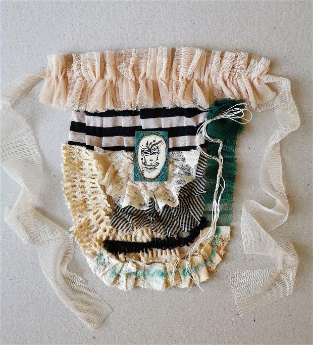 Jabou accesoriu gat/Colier mare din colaje textile cu portret original de Elyseeart, jabou eclectic