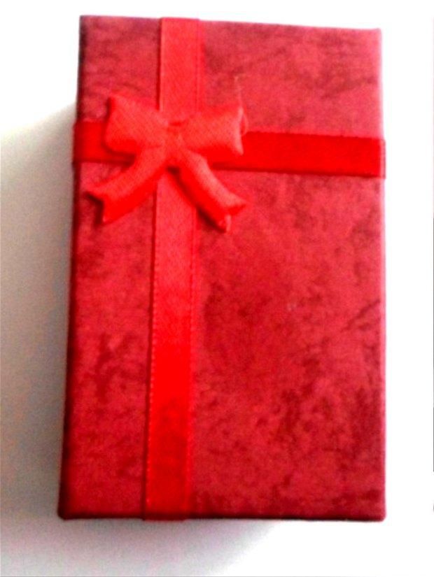 Cutie bijuterii cadou rosu inchis cu banda si fundita rosu aprins