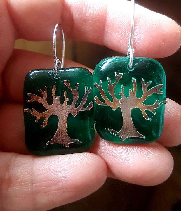 set format din cetcei si pandantiv de autor, cu motivul pomului vietii, din sticla fuzionata verde, decorata cu argint pur antichizat