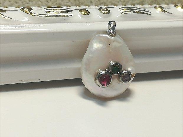 Pandantiv perla cu 3 pietre semipretioase