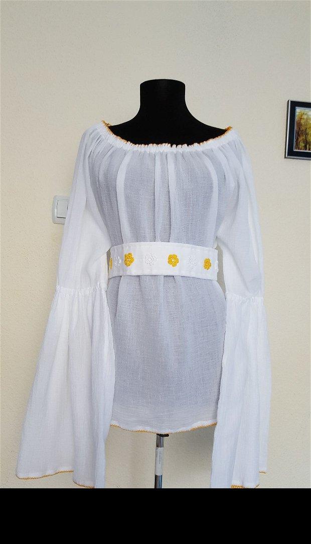 Bluza cu maneci clopot, cu brâu în talie