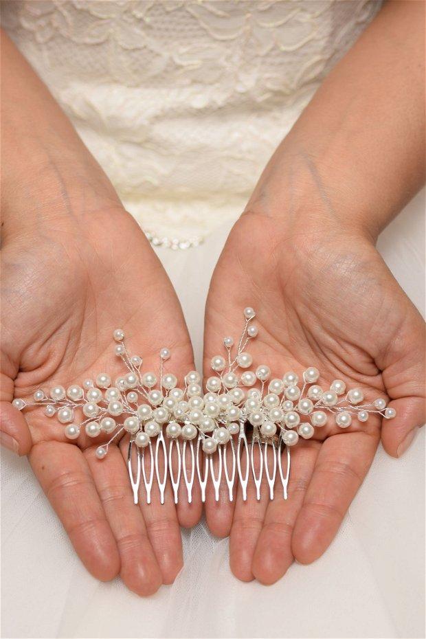 """Pieptene mireasa """"Delicacy"""" cu perle albe"""