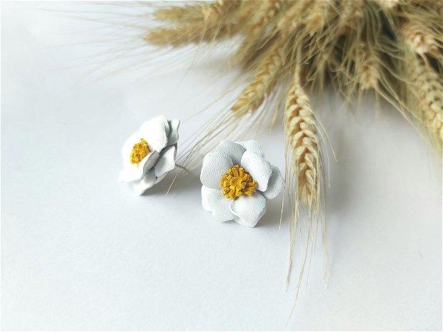 Cercei piele Floare alba