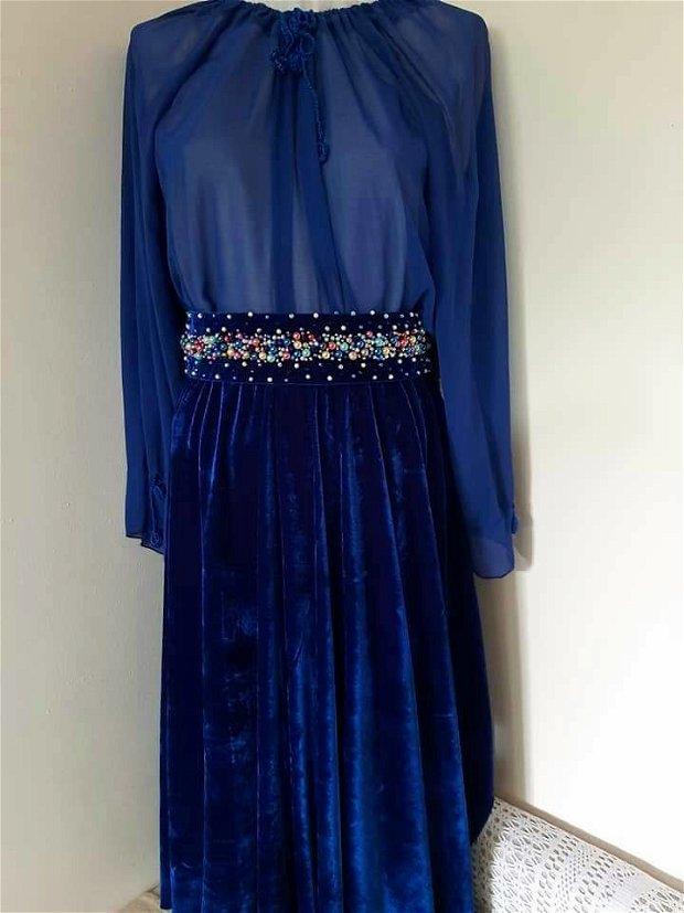 Ținută albastru regal.fusta.bluza și.brau margele