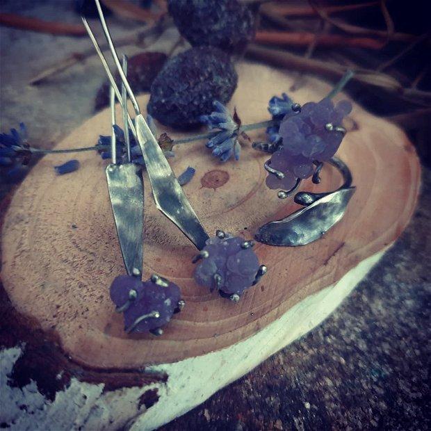 Cercei lungi si asimetrici din argint partial oxidat si agata strugure - calcedonie botyoidal