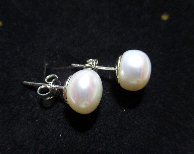 Cercei argint si perle de cultura albe rotunde, cu tija pe ureche