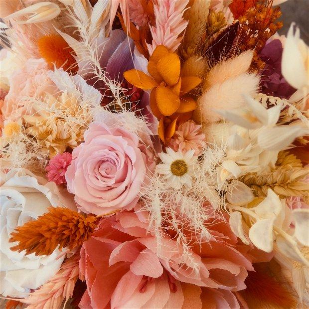 Buchet trandafiri criogenati si flori din hartie