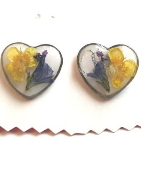 Cercei inimioare cu flori naturale colorate