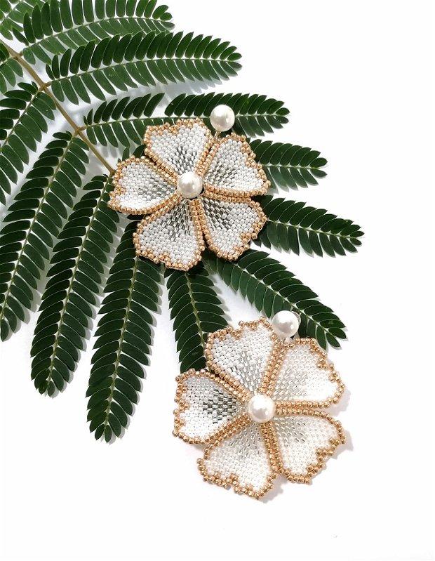 Cercei floare alba si perle Swarovski
