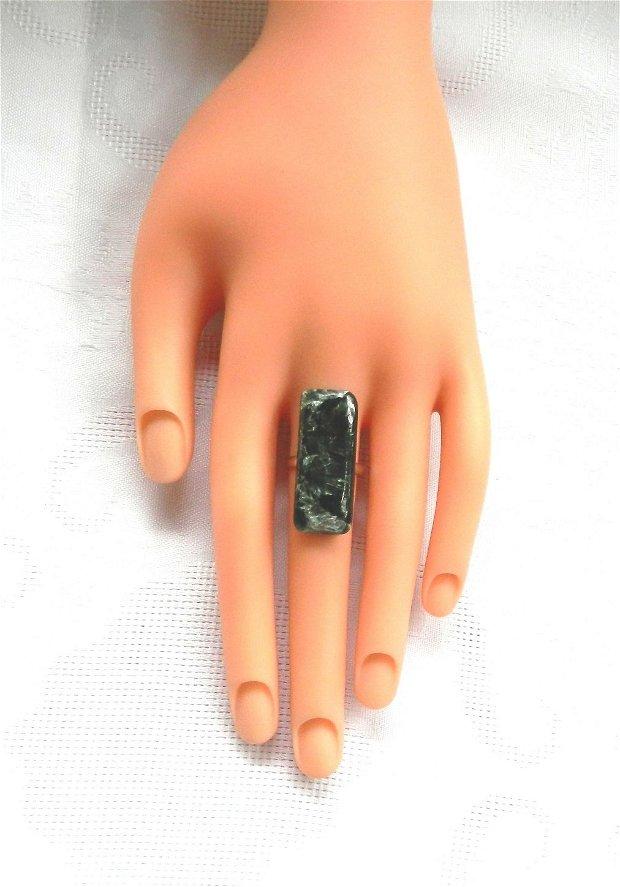 Inel cu caboşon dreptunghiular din seraphinite