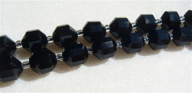 Spinel negru fatetat aprox 10-10.5x9 mm