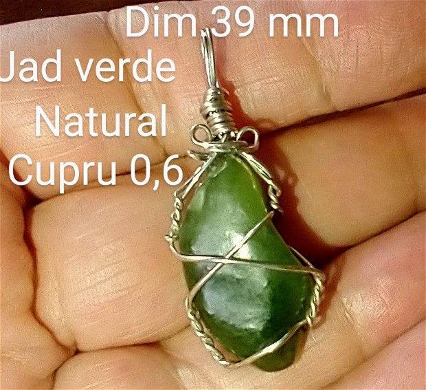 Jade verde, pandantiv