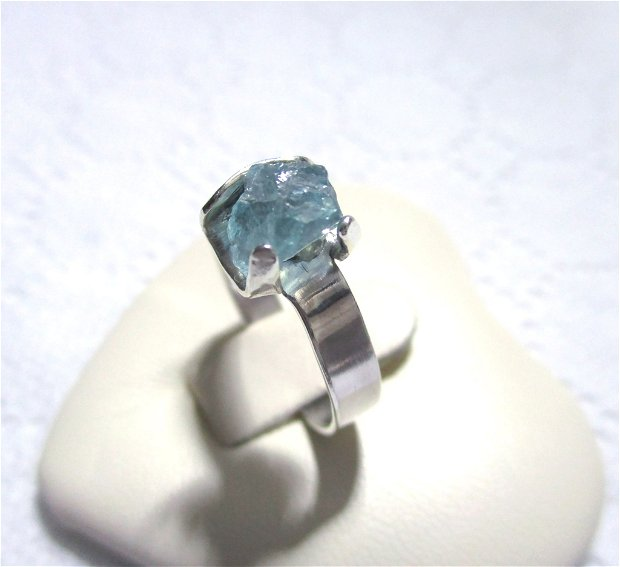 Rezervat S.H. - Inel argint si turmalina bruta bleu deschis Paraiba, reglabil
