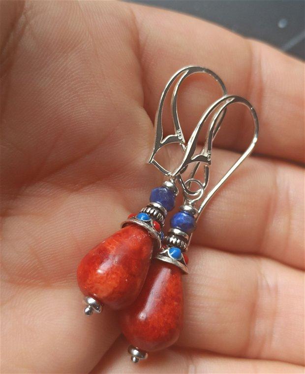 Cercei coral poros si lapis lazuli cu accesorii de argint 925