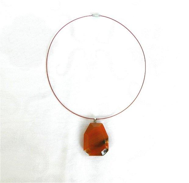 Colier cu pandantiv poliedric din agat orange